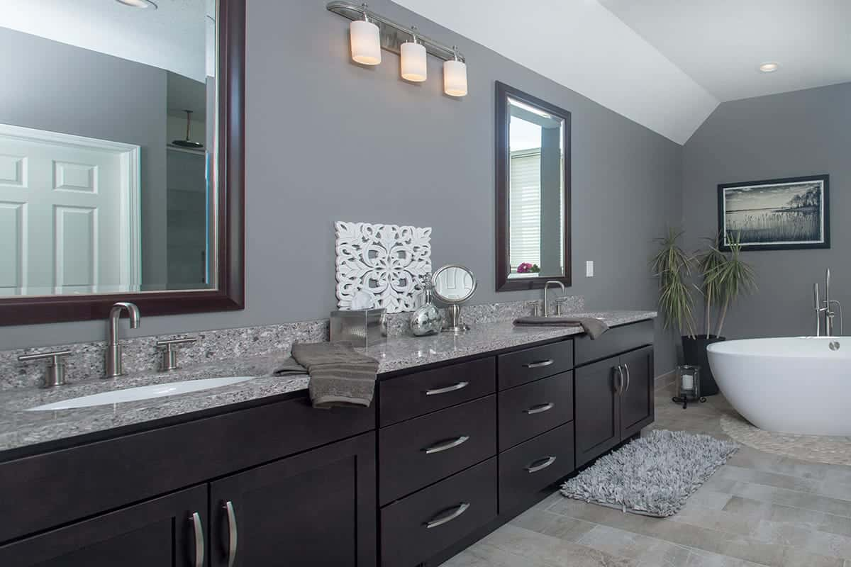 Lansing bathroom remodeling contractor home improvement for Bath remodel wyoming mi